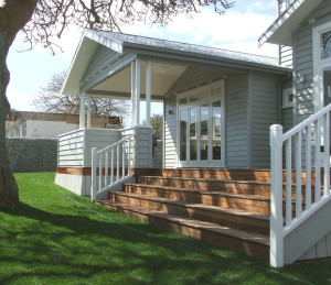 kingsview - exterior - back outdoor room